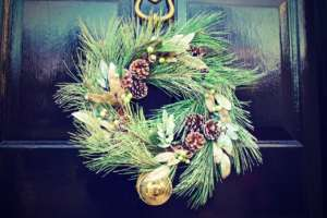 winter-door-decoration-christmas-2