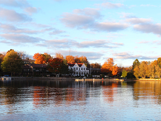 A fall photo with the St. Lawrence River in the foreground and Glen House Resort in the background.