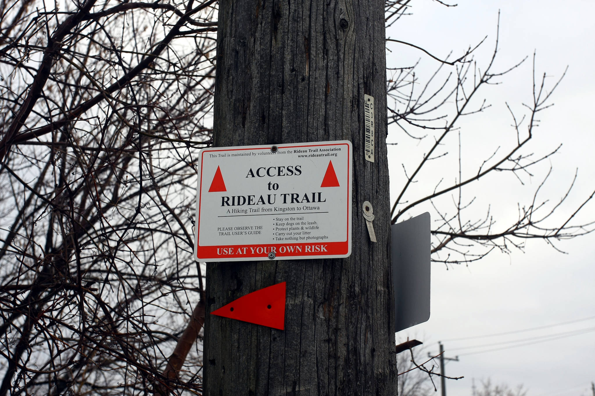 Orange triangles are used to mark the main Rideau Trail (to distinguish the two directions, Kingston-bound trail markers carry yellow tips). (photo: Martin Cathrae via Flickr Creative Commons)