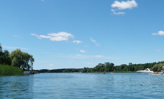 kayaks paddling through Tar Island Narrows
