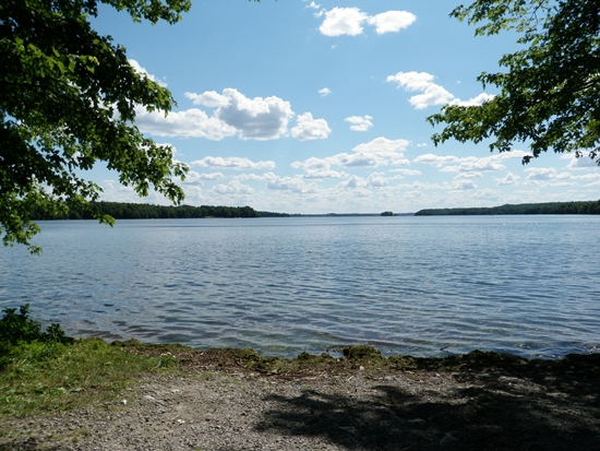 Sandy, gravel launch on Upper Rideau Lake